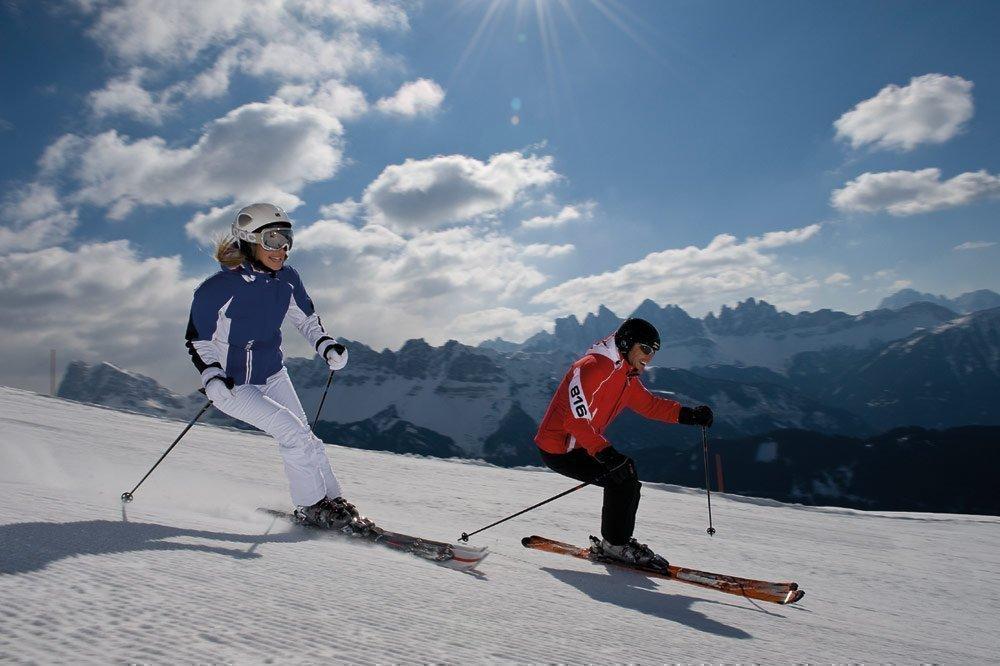 Vacanza attiva in inverno tra divertimento in pista e sullo slittino